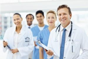 ФАС оградил общество от непристойного образа — облегающий медицинский халат с вырезом