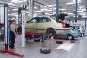 ФАС не поддерживает усилия Минпромторга по снижению цен на автомобили в Крыму до российского уровня