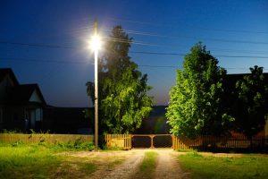 Суд подтвердил решение ФАС против небольшой компании, отказавшейся продлять договор на освещение двух сельских улиц